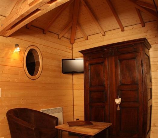 Les Cabanes en Provence, Entrechaux - Compare Deals