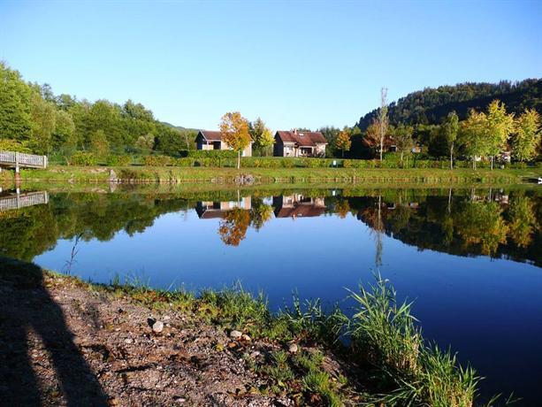 Camping base de loisirs du lac de la moselotte saulxures for Camping lac du bourget piscine
