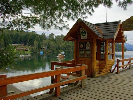 Hosteria casa del lago villa la angostura compare deals for Hotel villa del lago