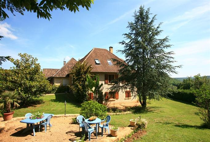 Chambres d 39 hotes larnaudie saint amand de coly compare for Chambre d hotes nice