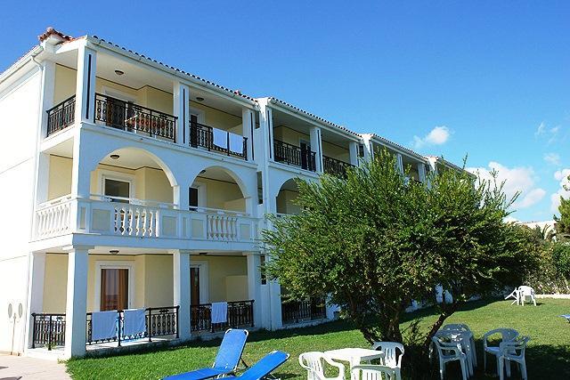 Porto iliessa aparthotel zakynthos compare deals for Appart hotel porto