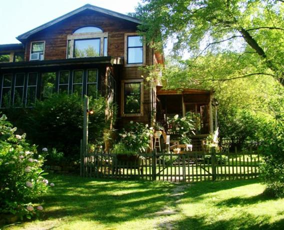 Snug Hollow Bed And Breakfast