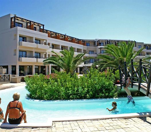 מלון חוף די'אנדריאה מארה צילום של הוטלס קומביינד - למטייל (2)