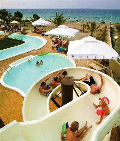 מלון חוף די'אנדריאה מארה צילום של הוטלס קומביינד - למטייל (3)
