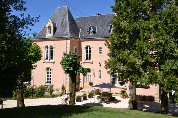 Chateau Du Bois Noir, Perpezac le Blanc Compare Deals # Le Chateau Du Bois