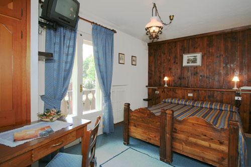 Petit meuble hotel courmayeur compare deals for Meuble courmayeur