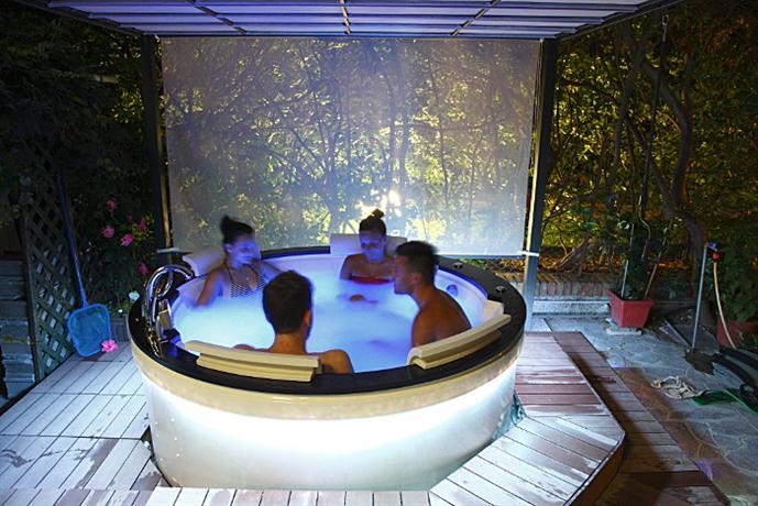 Hotel La Perla Bellaria-Igea Marina - Die günstigsten Angebote