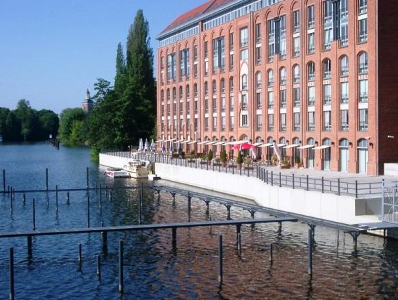 Uferpalais