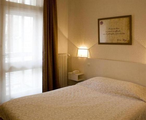 Hotel Ours Blanc Place Victor Hugo
