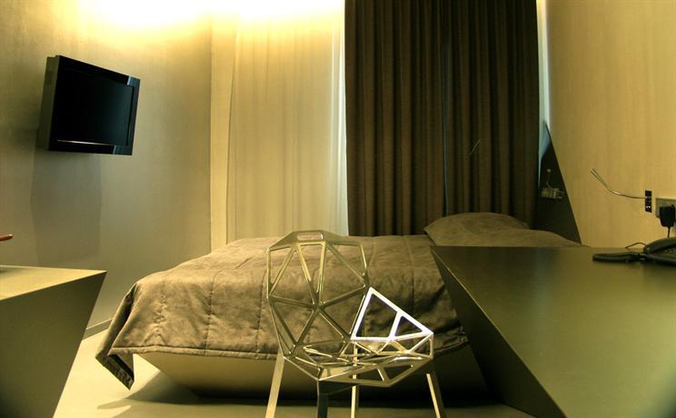 Hotel 21 cakov makara bratislava compare deals for Designhotel 21 cakov makara