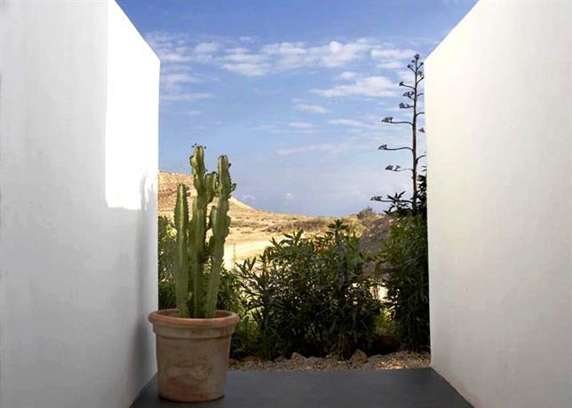 Los patios hotel nijar rodalquilar compare deals - Hotel los patios almeria ...