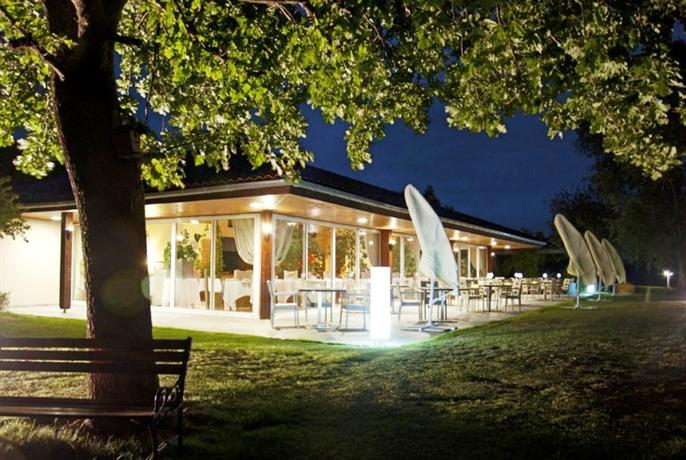 Silence jardins du lac hotel trizay compare deals for Hotel du jardin