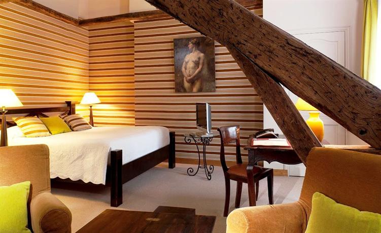 hotel pas de calais paris compare deals. Black Bedroom Furniture Sets. Home Design Ideas
