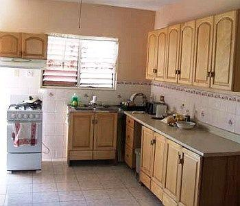 Tropical breeze guesthouse and villa negril offerte in for Kitchen designs jamaica
