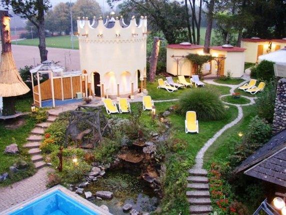 Hostel spa waldkurbad fribourg en brisgau comparez les for Freiburg piscine