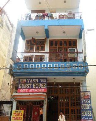 Budget Stay at Nizamuddin Staion