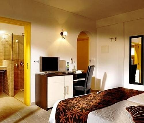 Casa bela moura charming hotel lagoa compare deals for Quaint hotel