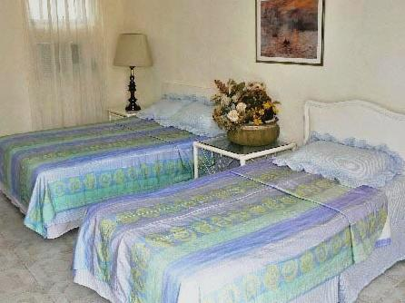 El jardin bed and breakfast merida compare deals for Ambiance jardin bed and breakfast