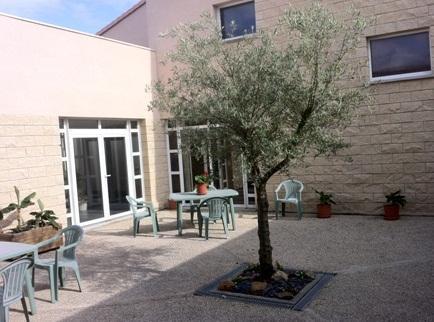 Appart hotel le patio d 39 argenton argenton l 39 eglise for Appart hotel cholet