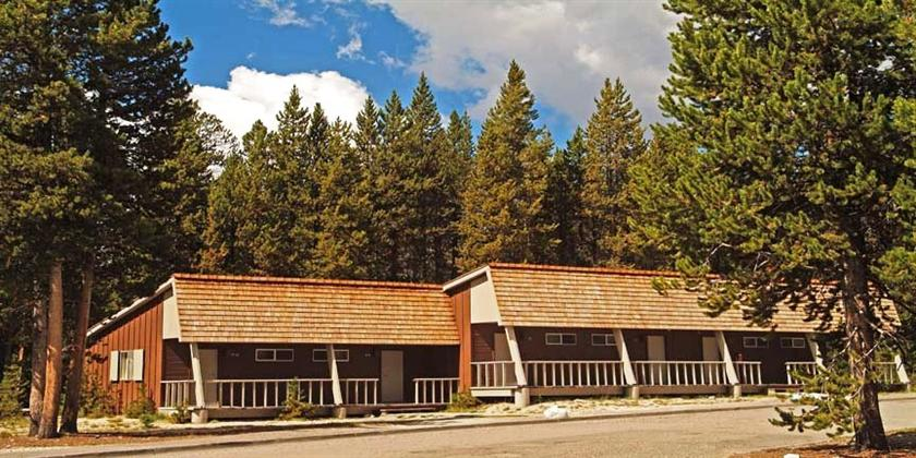 Canyon lodge and cabins west yellowstone compare deals for Cabins west lodging