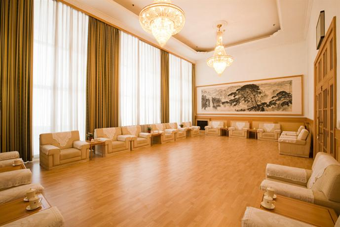 Nanjiao Hotel Jinan  Compare Deals. Zhuhai Tourist Hotel. Aqua Aurelia Suitenhotel An Den Thermen. Hotel Rio Sagrado. Cedar Springs Lodge Bed And Breakfast. Maison Blanche Hotel. Luxor Residency. Montclare And Cumberland Hotel. Drr Ramh Hotel Apartments
