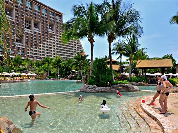 About Centara Grand Mirage Beach Resort