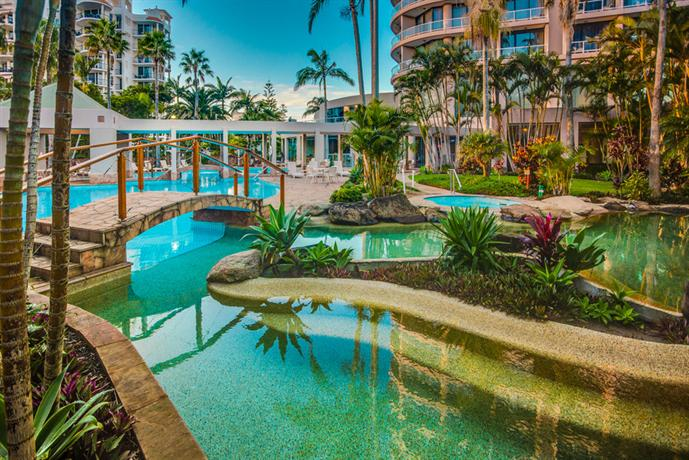 Crowne plaza surfers paradise gold coast compare deals for Splash pool show gold coast