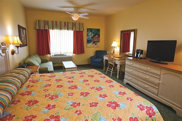 Gurnee Mills Circle E. Gurnee, IL 10 miles to Naval Station. Comfort Inn. This family hotel near Gurnee Mills shopping center is ideal for your Illinois vacation, as we are close to Gurnee's top attractions, including KeyLime Cove Indoor Waterpark.