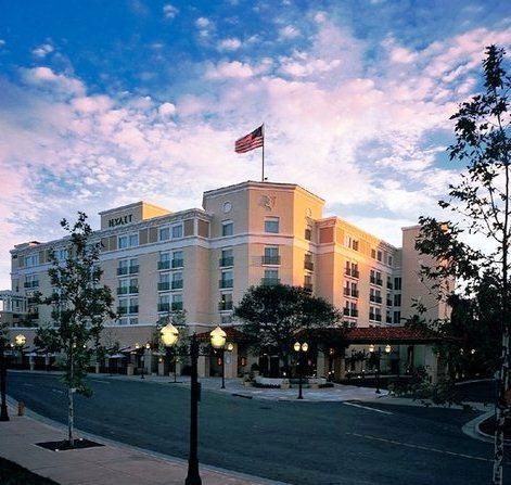 Hyatt Regency Valencia- Magic Mountain