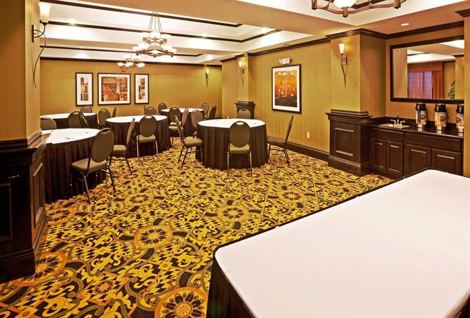 Holiday Inn Express Hotel & Suites Durant  pare Deals