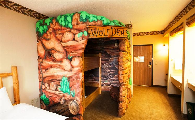 great wolf lodge wisconsin dells compare deals. Black Bedroom Furniture Sets. Home Design Ideas