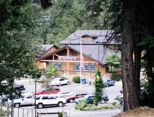 tall pines hotel and conference center Tall pines motel lake george - 3-gwiazdkowy hotel usytuowany w pobliżu fort william henry, tall pines motel oferuje pobyt z dostępem do zewnętrznego basenu, miejsca na piknik i sprzętu do barbeque.