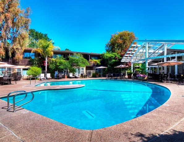Dinah's Garden Hotel