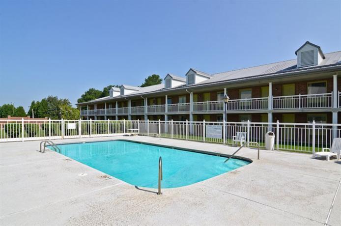 Villa south motor inn sandersville compare deals for Villa south motor inn sandersville ga