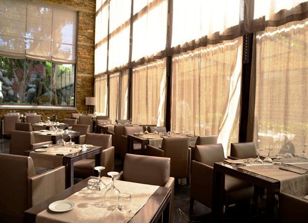 Hotel des arts suites spa dar bouazza compare deals - Salon des arts nancy ...