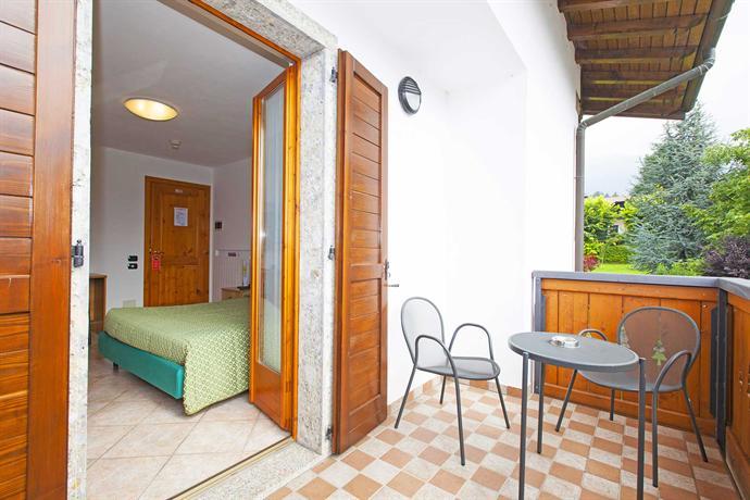 Albergo max meuble castione della presolana vergelijk for Albergo meuble abatjour