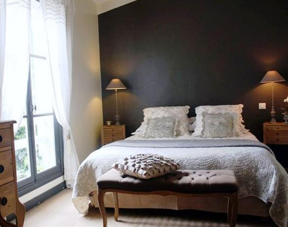 vue sur cour la rochelle die g nstigsten angebote. Black Bedroom Furniture Sets. Home Design Ideas