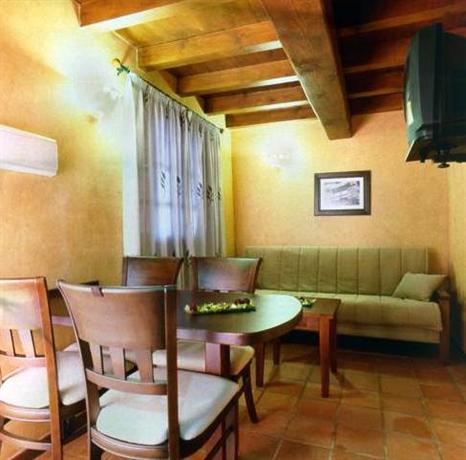 Apartamentos rurales casa el portugal el torno compare deals - Apartamentos en el algarve ...