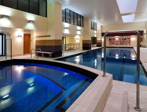 Meriton Suites Pitt Street, Sydney - Compare Deals