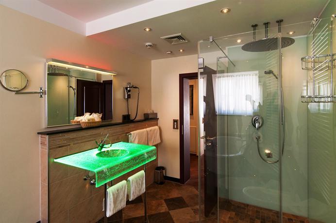 hotel deutsche eiche munich compare deals. Black Bedroom Furniture Sets. Home Design Ideas