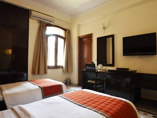 Fabhotel regalia gk1 new delhi vergelijk aanbiedingen - Deco tapijt kamer volwassene ...