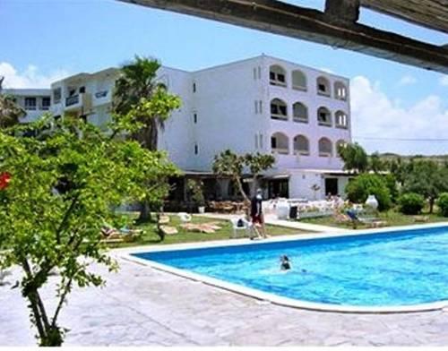 Oceanis hotel anissaras comparez les offres for Piscine oceanis