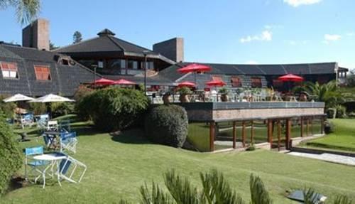 Portal del lago hotel villa carlos paz compare deals for Hotel villa del lago