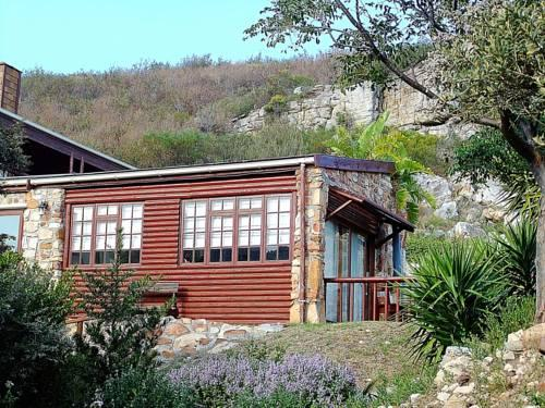 Makapa lodge guest house fish hoek cape town compare deals for Lodge fish house