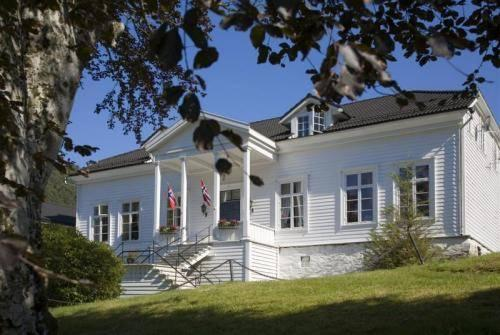 Fjordslottet Hotell & Bad Osteroy