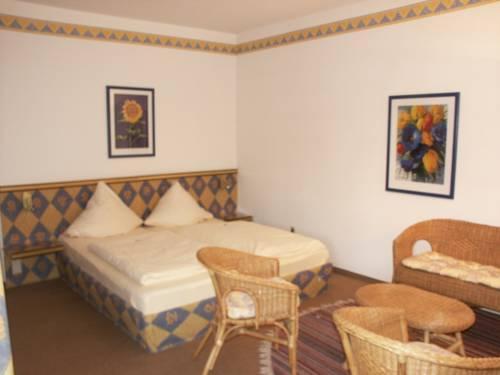 About Edelstein Hotel