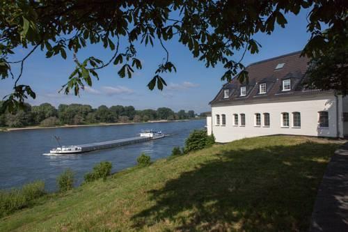 Restaurant Hotel Schnellenburg Dusseldorf Compare Deals