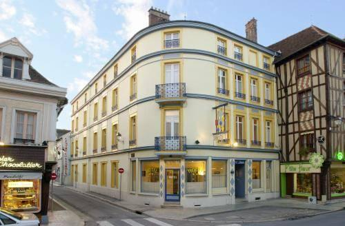 Hotel arlequin centre historique troyes compare deals for Hotels troyes