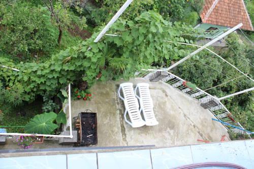 Tj hostel batumi compare deals for Tj garden rooms