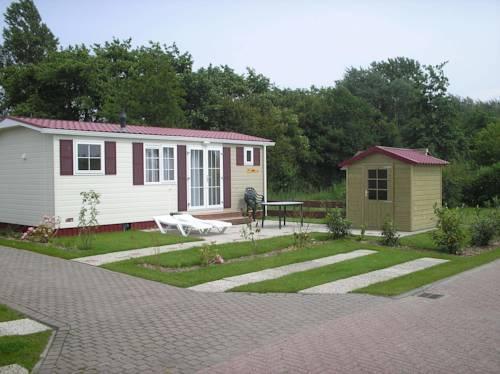 camping de wijde blick chalet renesse compare deals. Black Bedroom Furniture Sets. Home Design Ideas